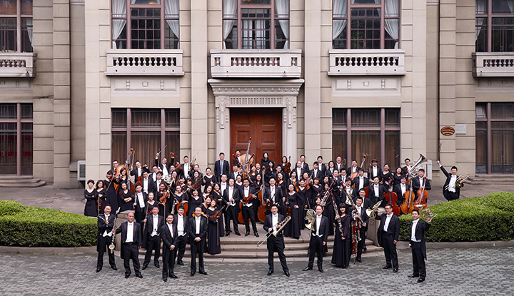 image: Shanghai Symphony group outside
